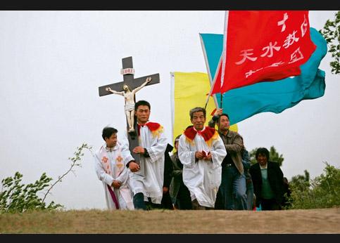 <strong>Un pèlerinage dans la province de Shaanxi en Chine.</strong> Les catholiques du pays résistent autant qu'ils le peuvent à la pression du Parti communiste.