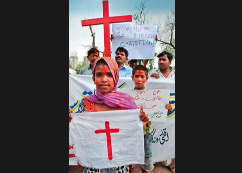 <strong>Témoigner.</strong> Des chrétiens pakistanais défilent après une attaques au cours de laquelle sept des leurs ont été assassinés.