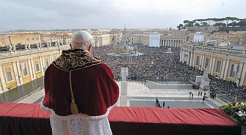 Lors de son traditionnel message de Noël, samedi au Vatican, Benoit XVIa mis la paix dans le monde et la sécurité des chrétiens au centre de son allocution.