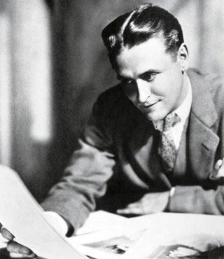 Fitzgerald à la fin des années 20. L'auteur de «Gatsby» fournit alors à la pelle des nouvelles aux journaux américains qui les lui achètent à prix d'or. (©Rue des Archives/BCA/CSU )