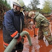 La Hongrie émerge de la boue rouge