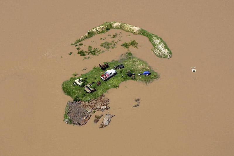 Suite aux catastrophiques inondations qui affectent depuis Noël le nord-est de l'Australie, des localités du Queensland sont littéralement transformées en îles, comme ici à Rockhampton, mardi 4 janvier.