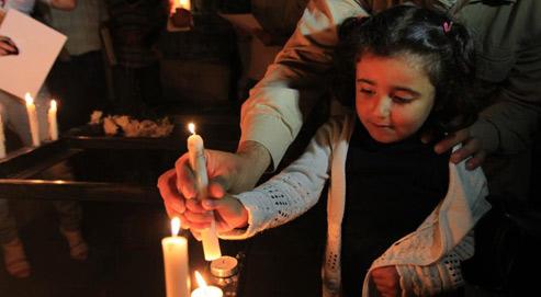 Des Libanais allument des bougies à Beyrouth, le 2 novembre dernier, en hommage aux chrétiens irakiens victimes de l'attentat du 31 octobre dans une église catholique de Bagdad.