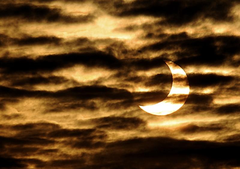 En France, la météo ne s'est pas montrée très clémente pour cette première éclipse partielle de l'année. A Locon, dans le nord de la France, le ciel était toutefois suffisamment dégagé pour dévoiler le passage de la Lune devant notre étoile.