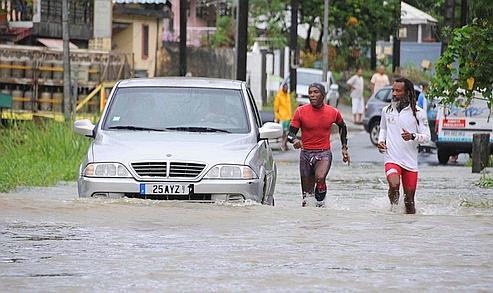 Des pluies torrentielles font cinq morts en Guadeloupe