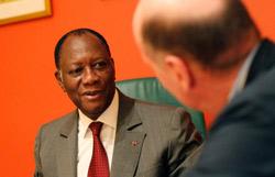 «La Cédéao va organiser ses moyens aériens, navals et terrestres, pour réaliser une telle opération ciblée d'enlèvement de Gbagbo et l'emmener ensuite dans le pays qu'elle aura choisi. Il doit choisir maintenant entre un statut protecteur d'ancien chef d'État ou un futur enlèvement à la Charles Taylor…(Crédits photo: Rebecca Blackwell/AP)