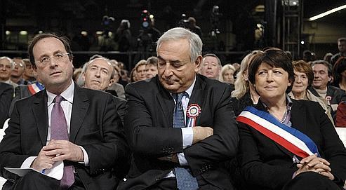 Le calendrier des primaires provoque un désaccord entre François Hollande, d'une part, et DSK et Martine Aubry, de l'autre.