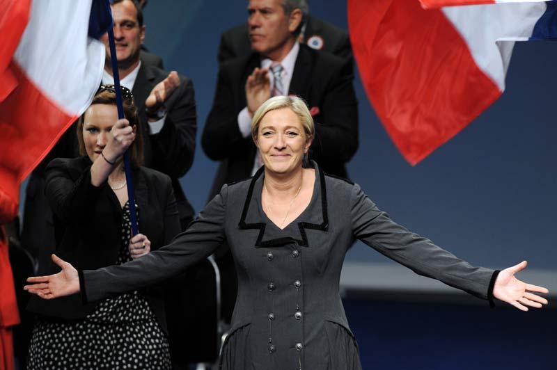 Dimanche 16 janvier, au Palais des congrès de Tours, Jean-Marie Le Pen a passé le flambeau à sa fille, Marine Le Pen, élue à la tête du Front National avec 67,65 % des voix.