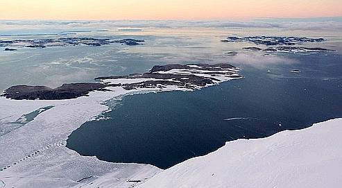 Le mercure s'oxyde sous une forme qui se dépose ensuite très facilement dans la neige ou la glace.