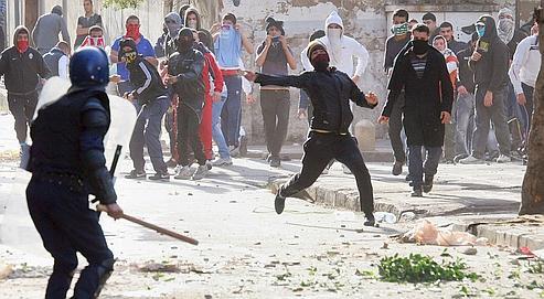 Affrontements entre jeunes et policiers à Alger, le 7 janvier dernier. Le Rassemblement pour la culture et la démocratie (RCD) tente de coordonner la protestation et appelle à manifester le 22 janvier.
