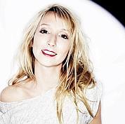 Audrey Lamy, drôle de princesse à République