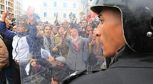 À l'exemple de la mobilisation à Tunis mardi, les manifestations de protestation contre la présence, au «gouvernement d'union nationale», de proches du président déchu Ben Ali, sont restées fortes dans tous le pays.