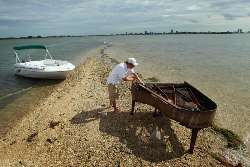 24h photo du figaro une s lection de photos l hatem - Un piano dans la theiere ...
