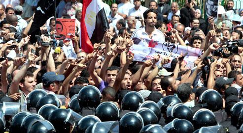 Des Égyptiens manifestent suite à l'assassinat de Khaled Saïd, à Alexandrie le 25 juin 2010. (Crédits photo:Amr Nabil/AP)
