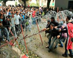 Manifestation dans la Kasbah, à Tunis, jeudi.