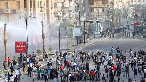Des manifestants jeudi à Suez.
