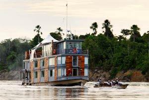 Le«M/V Aqua»: départs deux fois par jour pour approcher la faune. (Éric Martin/Le Figaro Magazine)