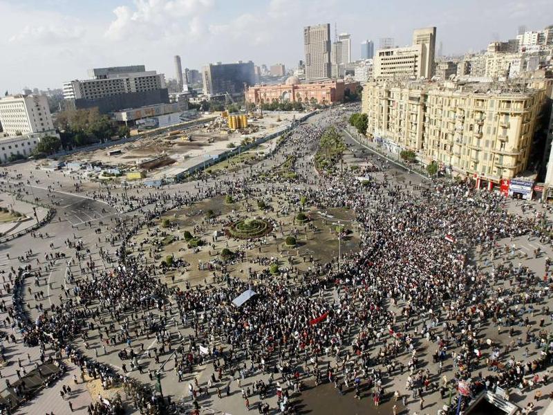 Des milliers de manifestants ont afflué dimanche vers la place Tahrir, dans le centre de la capitale du Caire, pour participer à une nouvelle journée de manifestations.