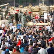 Au Caire, la rue tente de rallier l'armée