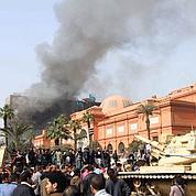 Les Égyptiens mobilisés contre les pillards