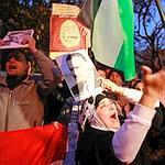 Des manifestants anti-Moubarak devant l'ambassade d'Egypte à Amman, en Jordanie.