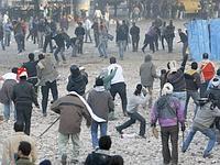 Affrontements entre manifestants pro et anti- Moubarak, place Tahrir.
