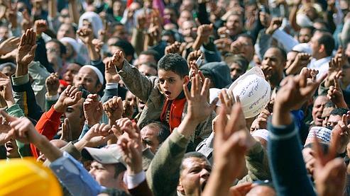 Moubarak s'accroche au pouvoir malgré la mobilisation