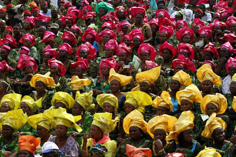 Mardi 8 février, ces femmes, aux tenues colorées, se sont rassemblées sur une place d'Ibadan, capitale et principale ville de l'état d'Oyo, au sud ouest du Nigeria, pour soutenir Goodluck Jonathan, en campagne pour un second mandat présidentiel qui se tiendra le 9 avril prochain.