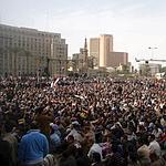 Des manifestants anti-Moubarak réunis sur la place Tahrir, vendredi au Caire.