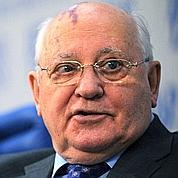 Gorbatchev fait la leçon à Poutine et Medvedev