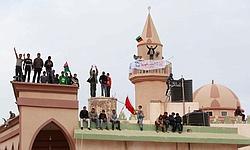Des manifestants sur la place principale de Tobrouk. Le cliché pris aujourd'hui semble confirmer que l'Est du pays a bien échappé au contrôle de Kadhafi.