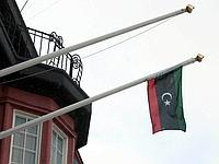 Le drapeau du royaume de Libye sur l'ambassade libyenne en Suède.