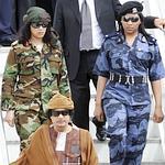 Kadhafi et deux «amazones», en Italie l'an dernier.