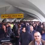 À l'aéroport de Tripoli, des milliers de passagers attendent leur départ.