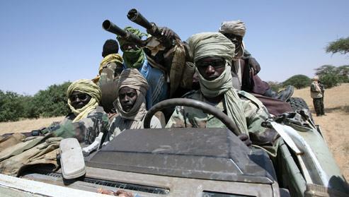 Le Mouvement pour la justice et l'égalité, le plus armé des groupes rebelles du Darfour (ici photographié en 2007 au Soudan), fournirait aussi des hommes au colonel Kadhafi. Crédits photo : AFP