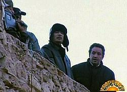 Brève apparition de Kadhafi sur la place verte.