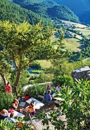 Dans le Vaucluse, le bonheur est dans le charme des hameaux dont les ruelles tortueuses cachent des trésors. Crédits photo : Laurent Fabre