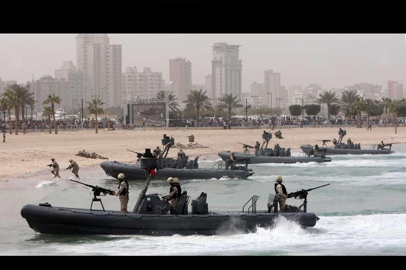 Koweit City est, depuis lundi 28 février, le théâtre de manœuvres militaires qui célèbre le 50ème anniversaire de l'indépendance et le 20ème anniversaire de la fin de la guerre du Golfe.