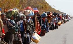 Des réfugiés à la frontière tunisio-libyenne.