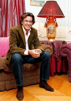 Des essais qui se vendent comme des romans à succès, des invitations à discourir à travers le monde, Luc Ferry savoure le bonheur de «vivre pour écrire». (Sandrine Roudeix/Le Figaro Magazine)