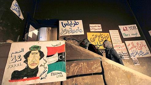 Des affiches anti-Kadhafi collées à Benghazi.