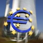 L'euro se fige, la crise souveraine revient
