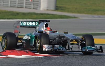 Mercedes reprend des couleurs