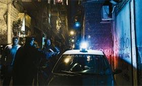 Un petit tour et puis s'en va. Impuissante à mettre à genoux la mafia, la police italienne se contente le plus souvent d'opérations coup de poing.