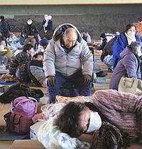 Des milliers de personnes évacuées ont trouvé refuge dans des centres d'accueil, comme ici à Otsuchi.