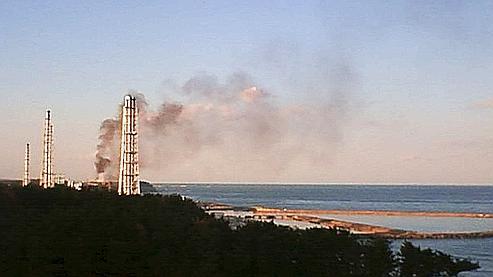 Évacuation à Fukushima après un dégagement de fumée