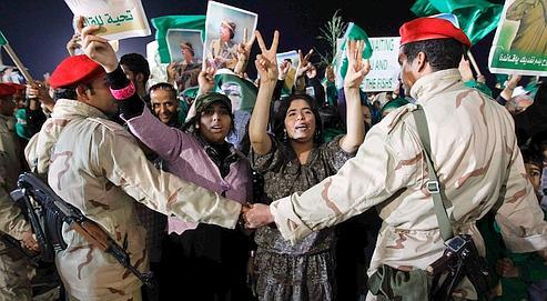 Des partisans de Mouammar Kadhafi ont manifesté leur soutien au colonel samedi à Tripoli.