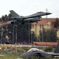 Quatre chasseurs F-16 danois ont participé aux opérations dimanche.