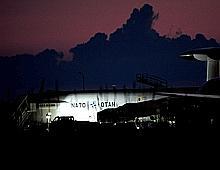 Les Etats-Unis, la France et la Grande-Bretagne sont tombés d'accord pour quel'Otan puisse jouer un rôle clef dans le commandement de l'opération