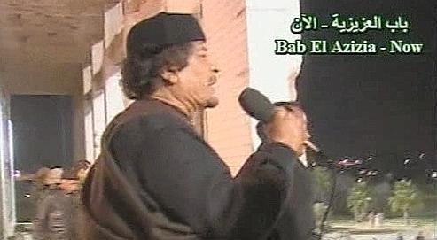 Kadhafi sort brièvement de son silence